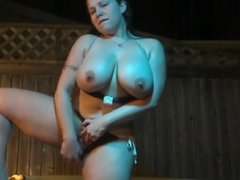 Thick hottie dildos in hot tub while standing