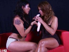 HOTGOLD Hot Lesbians in Public show