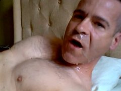 Str8 daddy morning wank and cum in his face