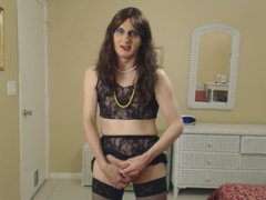 Susie Que XXX Shows Her Cock and Jacks Off