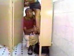 blacks in toilets - Aprende (by Enrique Cruz)
