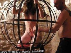seance sm soumise sandy en cage