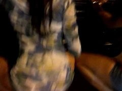 Upskirt na amiga dancando
