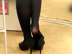 Candid Sexy Asian Shoeplay Dipping Feet Nylons Tights Face