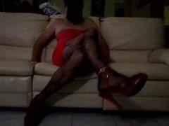 caresses sur le sofa en collant fantaisie