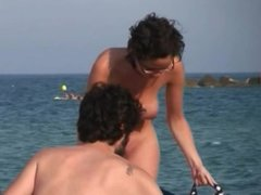 AMATEUR NUDE GIRLS IN BEACH SHOWING PUSSY NIPPLE 1