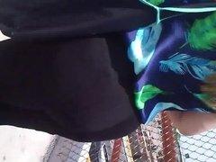 En la calle:Persiguiendo a una madura de buenas nalgas