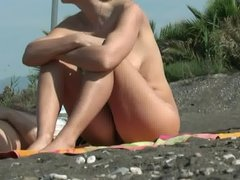 AMATEUR NUDE GIRLS IN BEACH SHOWING PUSSY NIPPLE 30