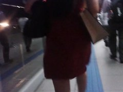 morena vestido vermelho