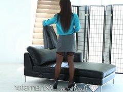 PureMature - Career woman Lisa Ann unwind with sexy massage