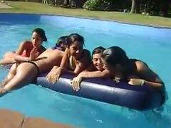 Nenas en la Pileta #04