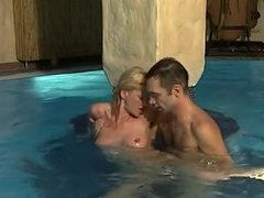 Anna Lena Sex im Pool