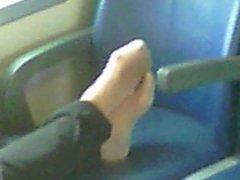 i piedi della badante sul treno