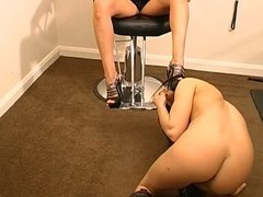 worshipping mistresses feet