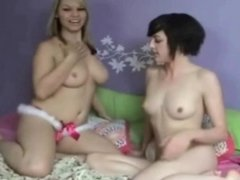 Amateur lesbians on cam (no sound sorry!)