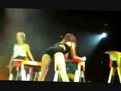 Miley Cyrus Shaking Her Booty (Loop)