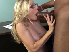 Nerd white mom goes black and gets creampie