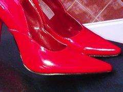 Red heel cumming
