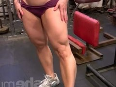 Mature blonde works legs in the gym
