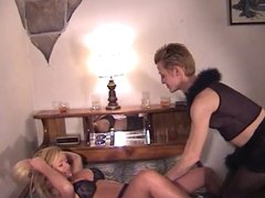 Kinky lesbos chicks in leather
