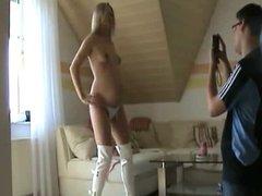 Jolie Blonde enceinte