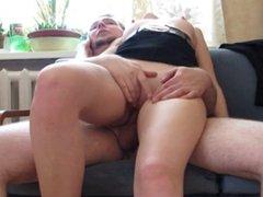 Sexe avec un adulte pour une jeune blonde -