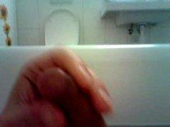 Fun in the bathtube with cumming