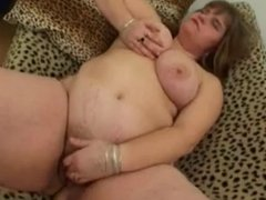 bbw girl plays with her cunt