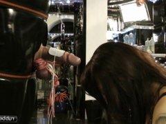 Lady Ashley  Strom fuer den Rubber Sklaven Schwanz