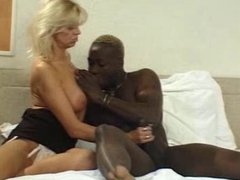 SEXY MATURE 34 mother and young black dick
