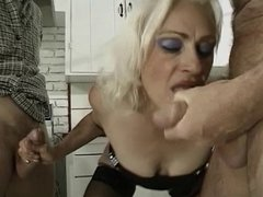 Nasty old wore gets pussy licked in kitching