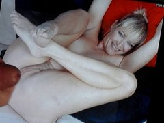 A cum tribute on the pussy of a MILF-GILF