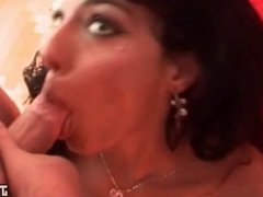 Beurette piercee a la chatte se fait baiser hard