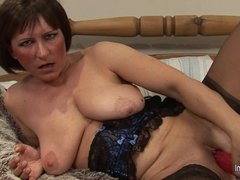 Mature slut mother loves to play with her old pussy