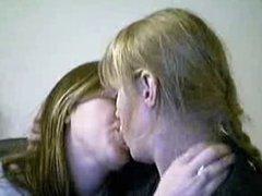 kissing girls 2