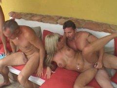 Sandra & Valentina DAP creampie foursome