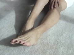 nurse lynn mature with sexy feet and long toes