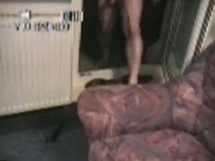 nackt auf den Balkon gehen