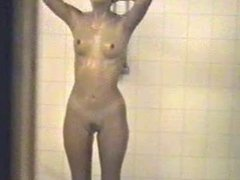 2 Hot Girls in shower - 2 scharfe Weiber beim Duschen