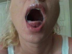 Amateur slut takes a huge facial