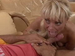Blonde mature mom geting fucked and a nice facial