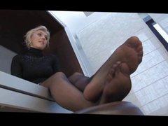Under her feet 4