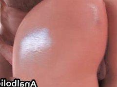 Big ass brunette Kitty Bella sucking