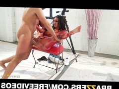 Brazzers - Big-tit model Veronica fucks her photographer