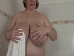 fat women plays with pussy in shower