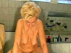 Granny vs two dick