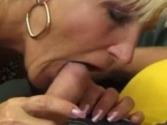 PERVERT  HAIRY BUSTY  MOM SQUIRTS  -B$R