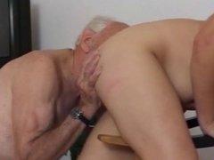 baise chez les vieux
