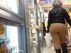 Candid OMG-WTF bubbled out mega donk of NYC