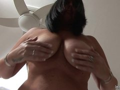 Damn hot mature slut loves to play around